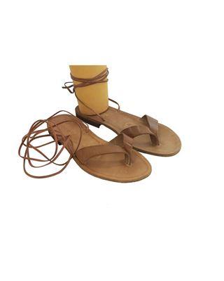 Sandalo infradito con laccio alla schiava.